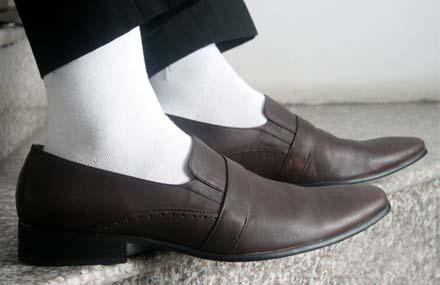 6 lỗi thời trang nam giới hay mắc phải khi kết hợp thắt lưng da, ví da, giày, tất