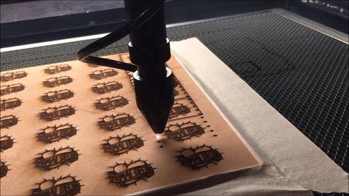 Cá nhân hóa chiếc thắt lưng da thật bằng công nghệ khắc Laser CNC.