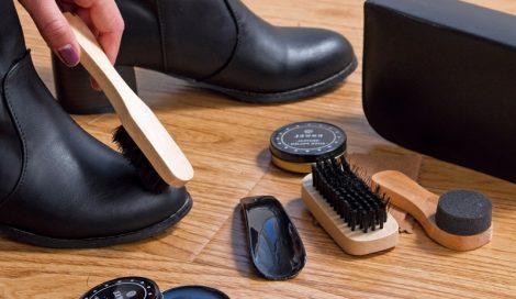 cách làm mềm giày da cứng