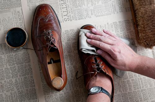 bảo quản giày tây nam