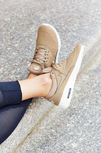 cách làm mềm gót giày mới