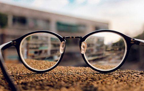 mắt kính wiki