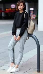 quần jogger nữ mặc với áo gì