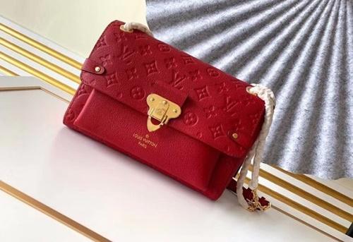 túi xách màu đỏ