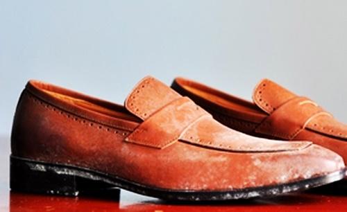 giày da bị mốc