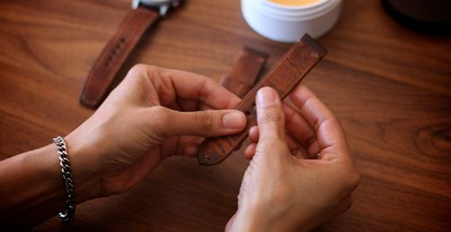 cách làm sạch dây da đồng hồ