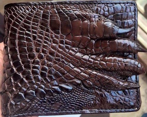 Bán da cá sấu