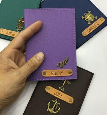 Bao passport khắc tên