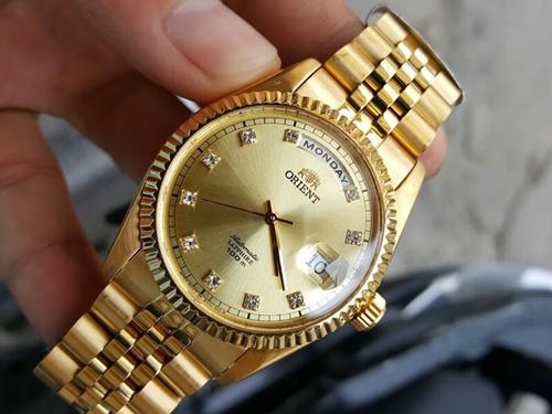 cách vệ sinh đồng hồ mạ vàng