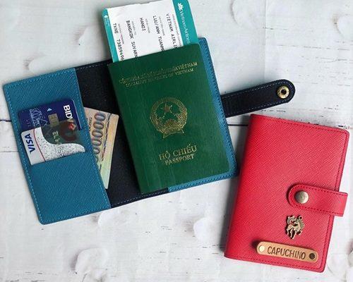 ví đựng passport khắc tên