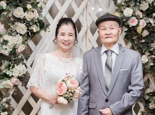quà kỷ niệm ngày cưới cho bố mẹ