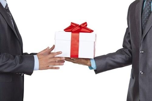 tặng quà khai trương