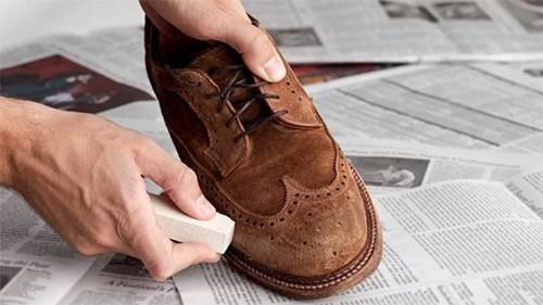 dung dịch vệ sinh giày da lộn