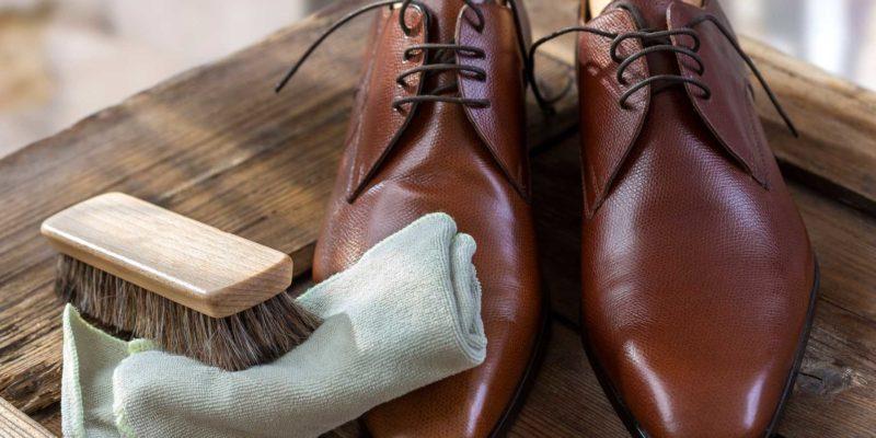 vệ sinh giày da