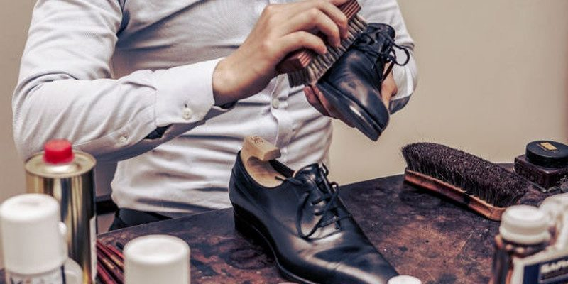 cách mở hộp xi đánh giày