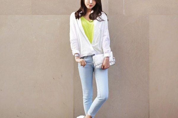 mix giày thể thao với quần jean