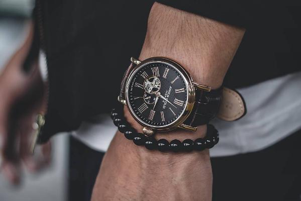 Đồng hồ nam chính hãng và những điều cần biết