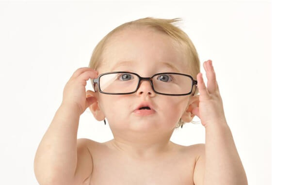 Tư vấn cách chăm sóc mắt cho trẻ