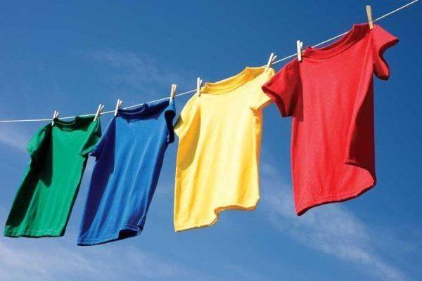 Cách loại bỏ vết dầu nhớt trên quần áo nhanh nhất, dễ làm nhất